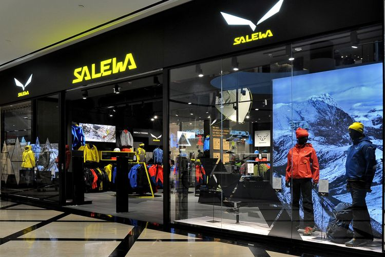 Click to enlarge image header-salewa.jpg