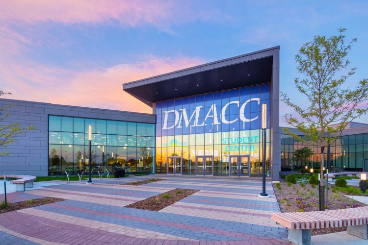 Click to enlarge image dmacc-college-01.jpg